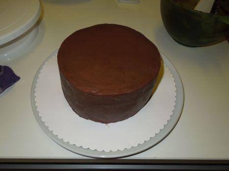 Torte mit Ganache überzogen