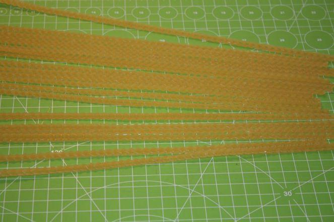 in-streifen-geschnittene-bienenwachsplatten