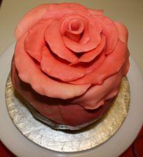 Rosentorte - fertige Rosenblüte
