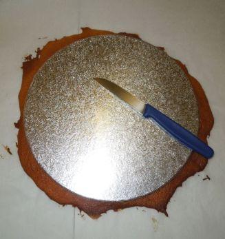 Boden Honigtorte zuschneiden