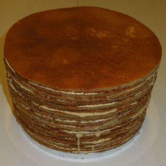 fertig gestapelte Böden Honigtorte