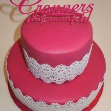 Fertige Punschtorte mit Cake Lace und Schriftzug