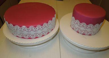 Punschtorten mit Fondantüberzug und Cake Lace