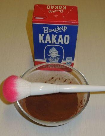 Kakao und Pinsel für Samteffekt